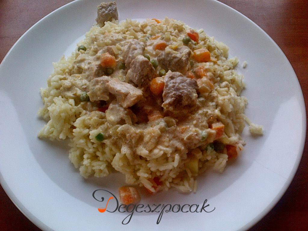 Currys hús zöldséges rizzsel