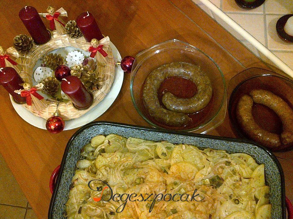 Elmaradhatatlan téli étel: sült kolbász tepsis krumplival