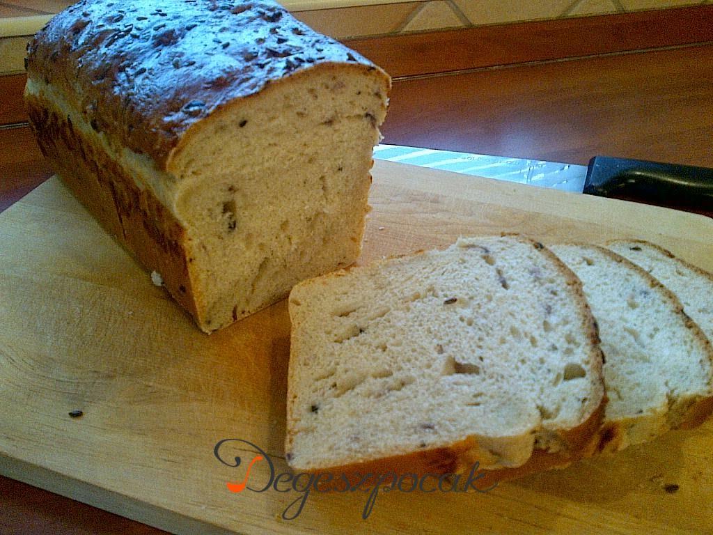 Hagymás olajbogyós kenyér