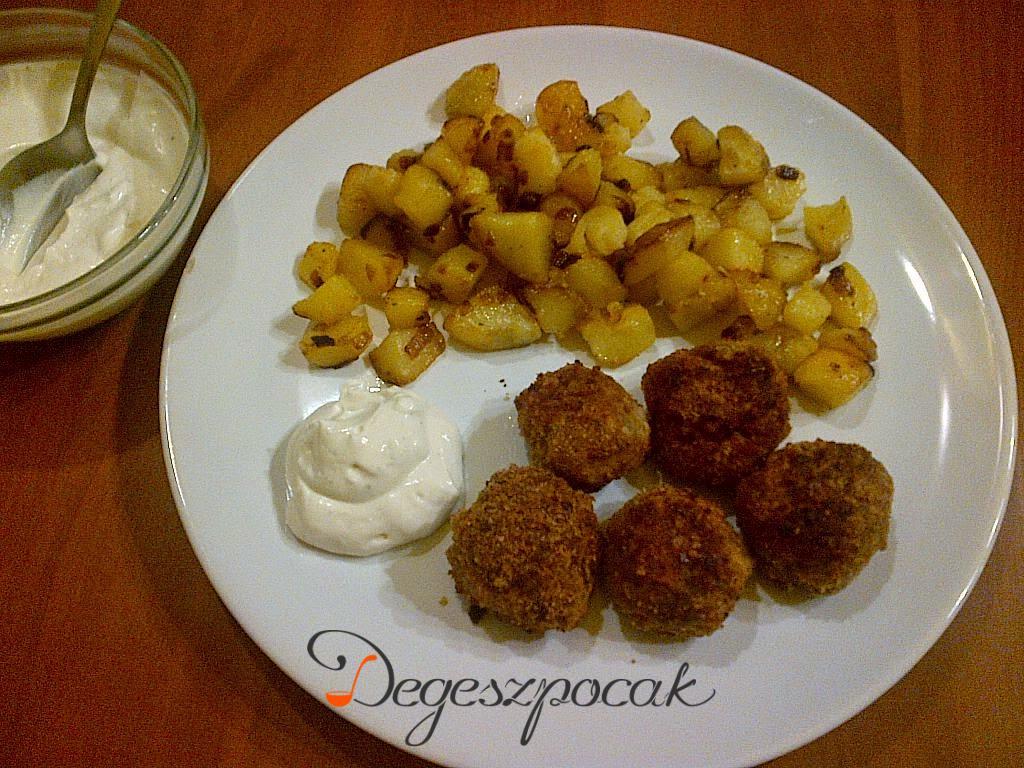 Fasírtgolyók hagymás krumplival és tartármártással