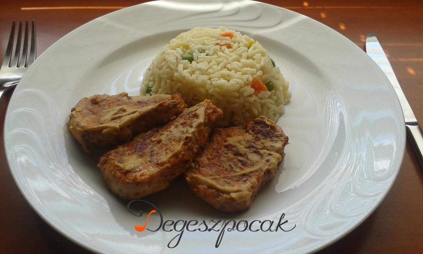 Zöldfűszeres szűzszeletek zöldséges rizzsel